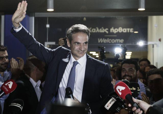 زعيم المعارضة اليونانية، كرياكوس ميتسوتاكيس بعد فوزه بالانتخابات البرلمانية