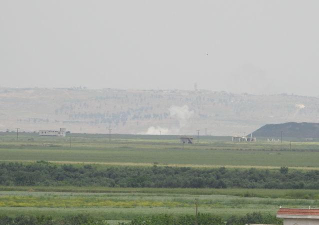 20 غارة ليلية للحربي السوري الروسي على مقرات التركستان الصينيين غرب إدلب