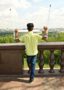 قاسم الكاظمي يزور منصة المشاهدة في فوروبيوفيه غوري (تل الدويري) المطلة على ملعب لوجنيكي في موسكو