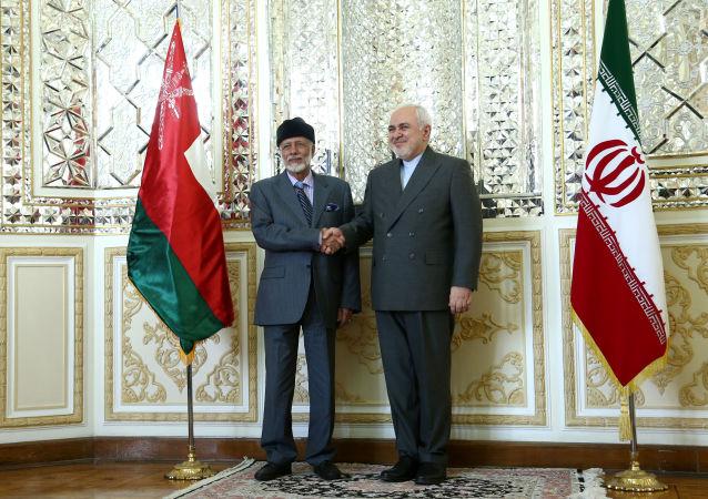 وزير الخارجية الإيراني، محمد جواد ظريف، يستقبل نظيره العماني، يوسف بن علوي، في طهران