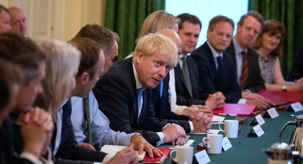 مجلس وزراء بريطانيا الجديد بقيادة بوريس جونسون