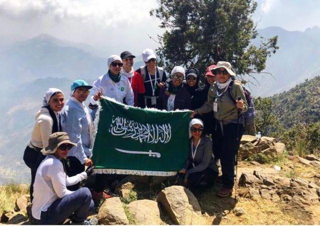 فريق رواسي النسائي السعودي لتسلق الجبال
