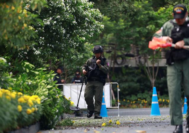 ضباط تايلنديين في موقع انفجار صغير بالعاصمة بانكوك