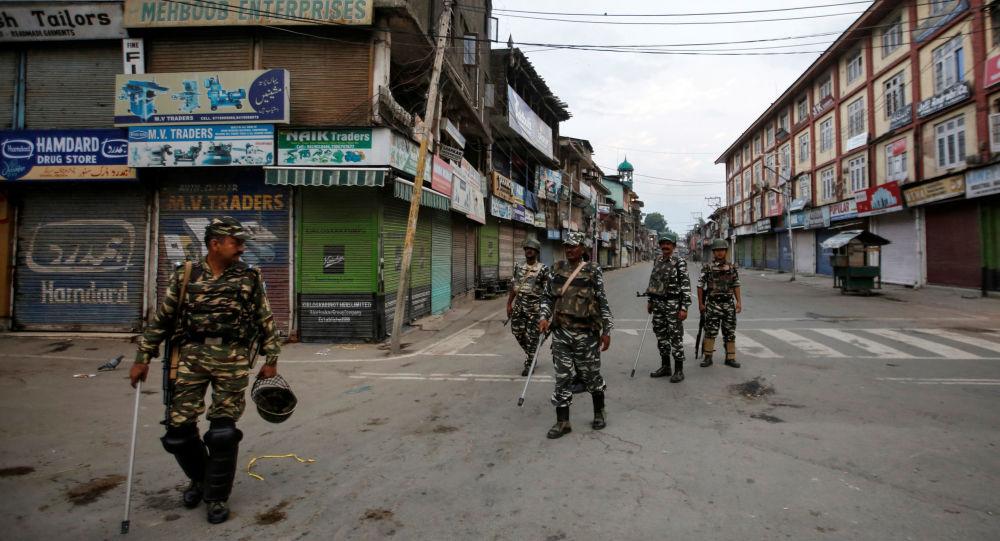 مدينة كشمير على الحدود بين الهند وباكستان