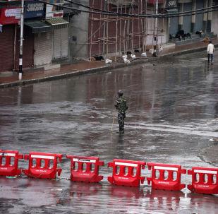 شوارع خالية في إقليم كشمير وسط إجراءات أمنية مشددة