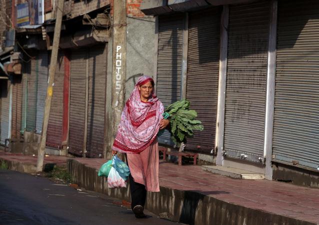 معاناة إنسانية في شوارع كشمير بعد إجراءات أمنية مشددة