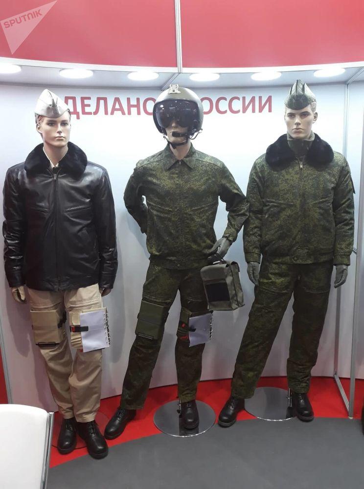 بدلة خاصة لطياري السلاح الجوي الروسي في معرض ماكس 2019 للطيران في مطار جزكوفسكي في ضواحي موسكو، 27 أغسطس/ آب 2019