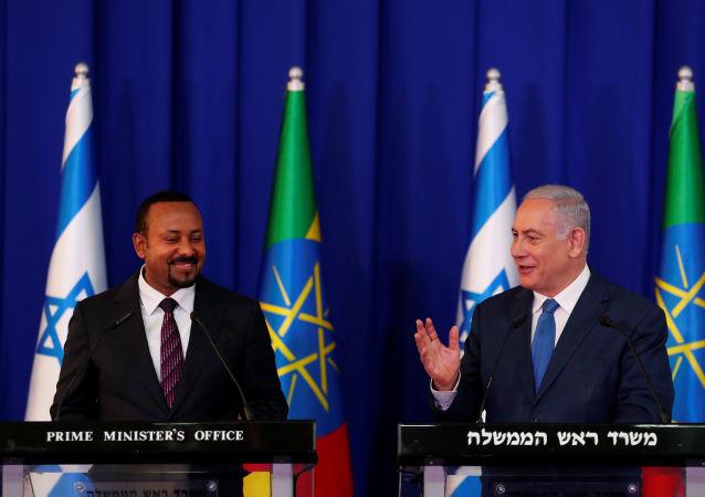 رئيس الوزراء الإسرائيلي بنيامين نتنياهو، في مؤتمر صحفي مشترك في القدس مع رئيس الوزراء الإثيوبي أبي أحمد