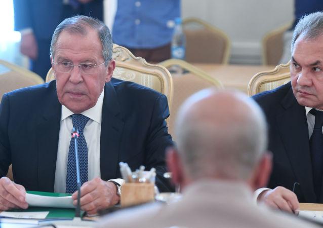 وزيرا الدفاع سيرغي شويغو والخارجية لافروف