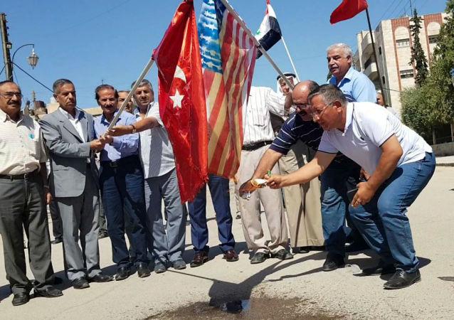 إحراق الأعلام الأمريكية التركية رفضا لـ المنطقة الآمنة