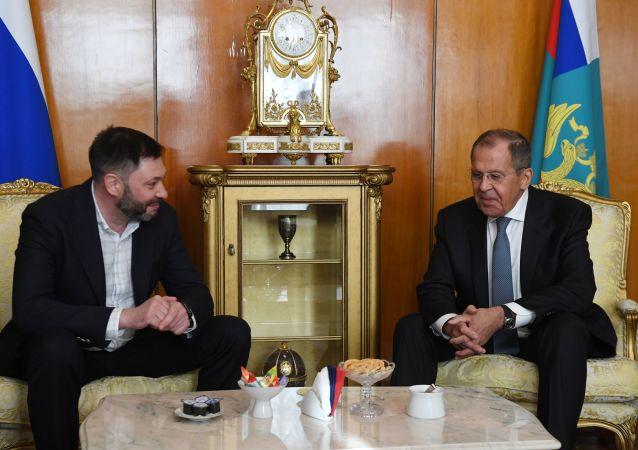 وزير الخارجية الروسي سيرغي لافروف و كيريل فيشينسكي