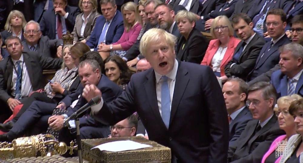 بوريس جونسون رئيس الوزراء البريطاني في البرلمان