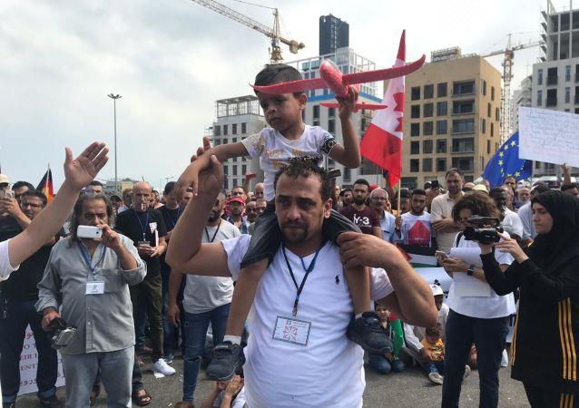 تظاهرة حاشدة للاجئين الفلسطينيين في بيروت طلباً للجوء إلى الدول الأوروبية