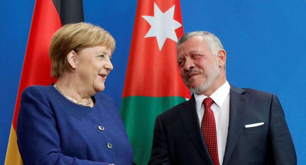 ميركل خلال مؤتمر صحفي مع العاهل الأردني الملك عبد الله
