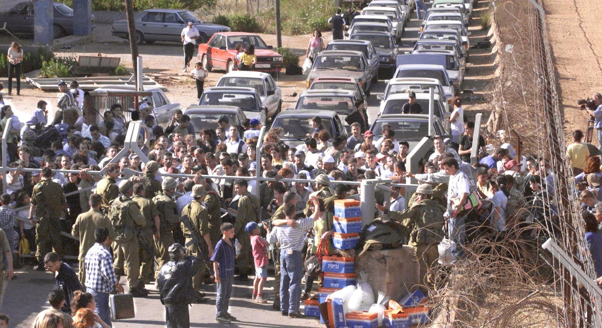 هروب اللبنانيين العملاء إلى إسرائيل عام 2000
