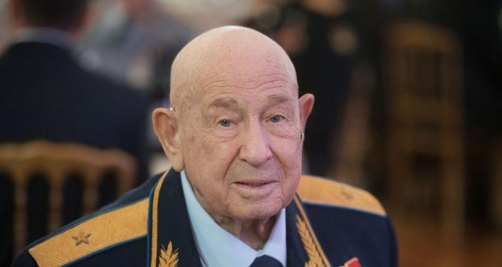 رائد الفضاء الروسي أليكسي ليونتيف