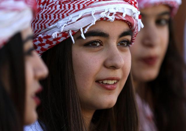 فتيات عراقيات