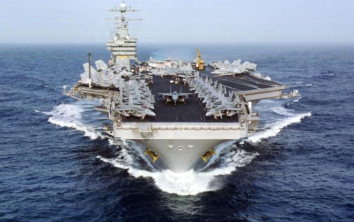 وصول حاملة طائرات أمريكية نووية و12 سفينة حربية إلى البحر الأبيض المتوسط