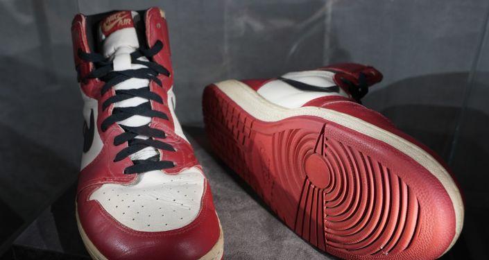 615 ألف دولار ثمنا لحذاء مايكل جوردان