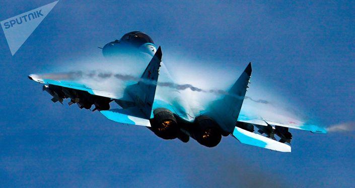 """طيار كندي يتأثر بقدرات المقاتلة الروسية """"ميغ-29"""""""