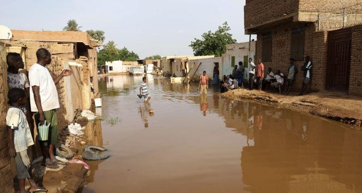 العراق يدعم ضحايا الفيضانات في السودان بأطنان من المساعدات الطبية... صور