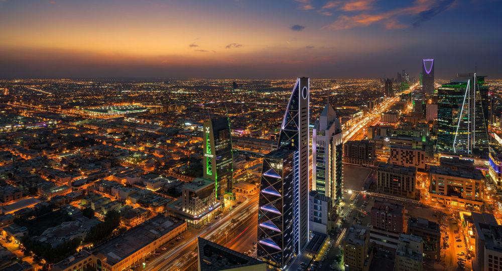 أمير الرياض يكشف مفاجأة حول سبب تأخره في تلقي لقاح كورونا... فيديو