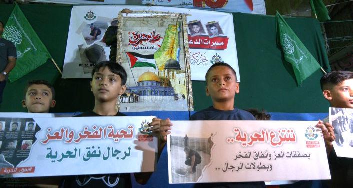 مسيرات تضامنية مع الأسرى الفلسطينيين في الضفة وغزة والفصائل تتوعد بالتصعيد.. فيديو وصور