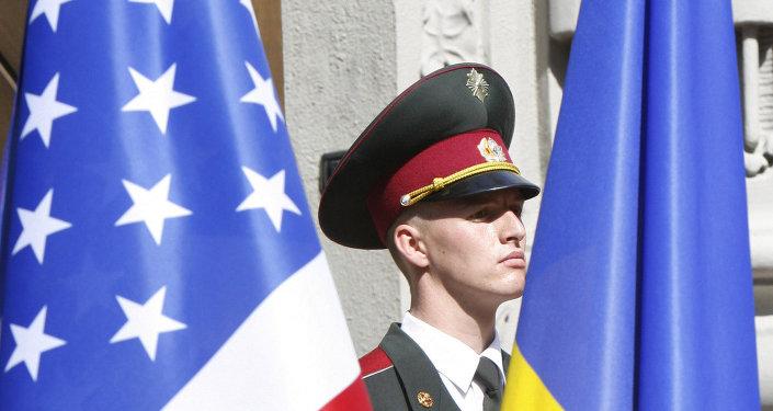 أعلام الولايات المتحدة وأوكرانيا