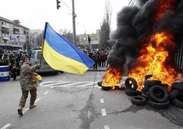 مقاتلو مجموعة آيدار Aydar يقتحمون وزارة الدفاع الأوكرانية