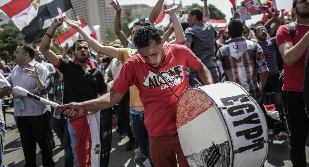 وقوع ضحايا في اشتباكات بين جمهور نادي الزمالك الذي يطلق عليه وايت نايتس، وبين قوى الأمن
