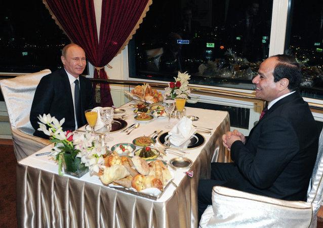 عشاء بوتين والسيسي أعلى برج القاهرة