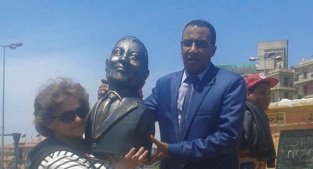 تمثال حسني مبارك