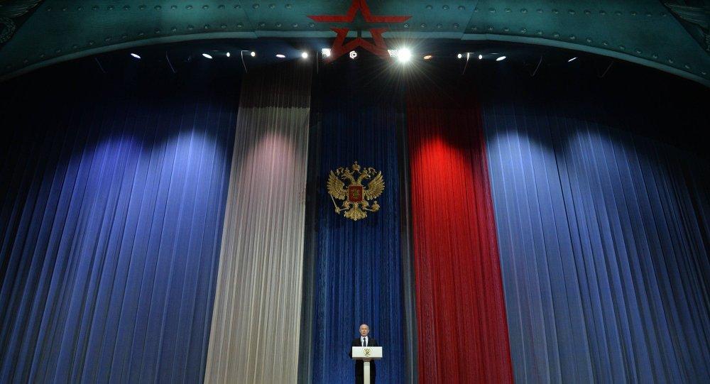 الرئيس الروسي فلاديمير بوتين يلقي كلمة تهنئة بمناسبة حلول يوم المدافعين عن الوطن
