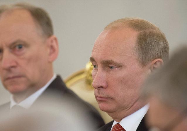 الرئيس الروسي فلاديمير بوتين وأمين مجلس الأمن الروسي نيكولاي باتروشيف