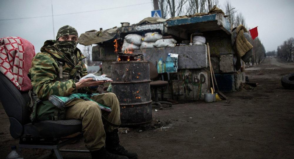 مقاتل الدفاع الشعبي في دونباس