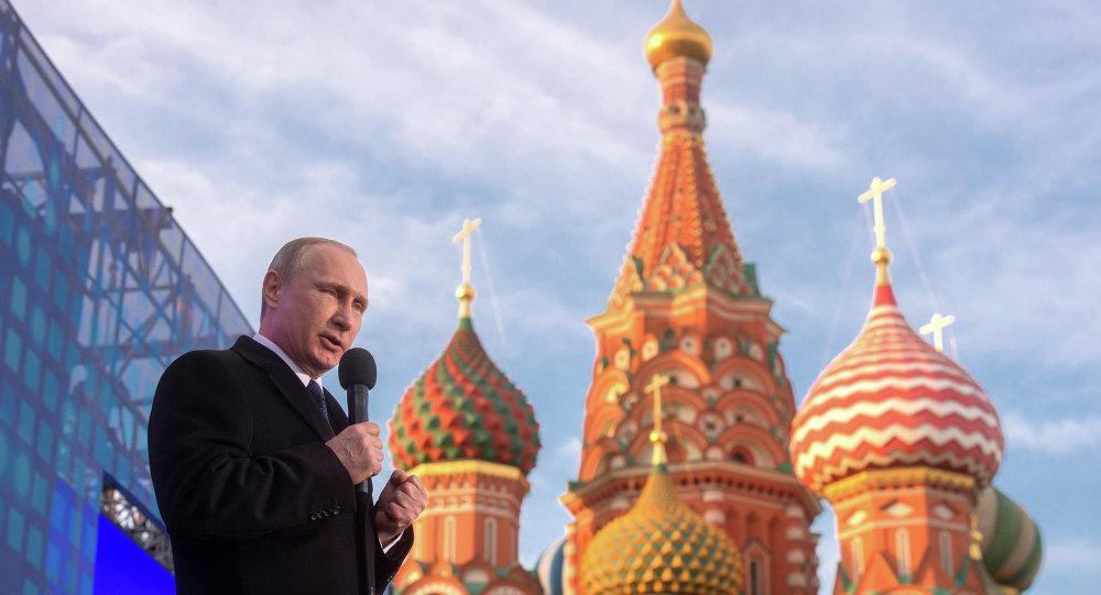 فلاديمير بوتين في حفل الذكرى السنوية الأولى لعودة القرم