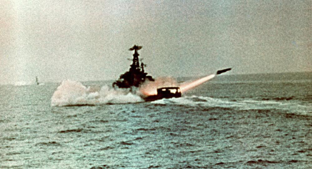 سفينة حربية روسية تطلق صاروخا نوويا في تدريب