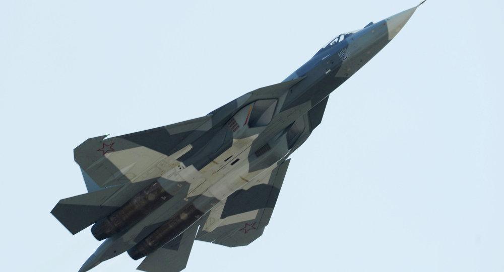 """الشبح الروسية """"T-50"""" تتفوق على الشبح الأمريكية """"F-22"""" ولن تترك لها مجالاً في المعركة الجوية المحتملة"""