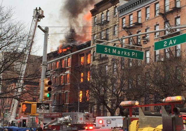 حريق في مبنى سكني، في مدينة نيويورك،