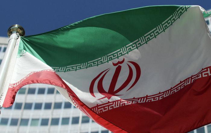 حقيقة انسحاب السفير الإيراني في بغداد أثناء الوقوف تحية لشهداء العراق