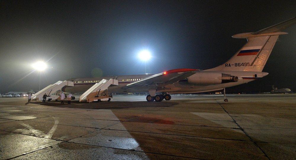 الطائرة الروسية تقل مواطنين من اليمن