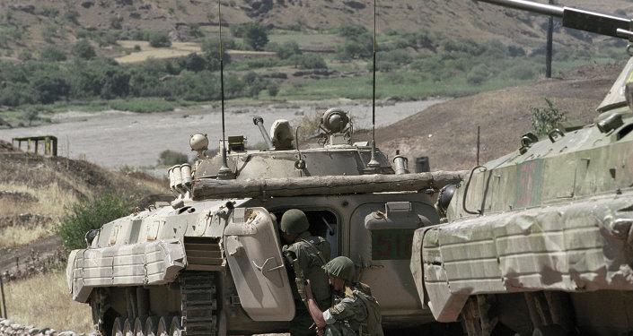 آليات عسكرية تابعة للقوات الروسية في طاجيكستان