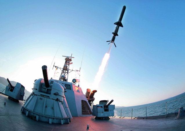 كوريا الشمالية تجري تجارب صاروخية
