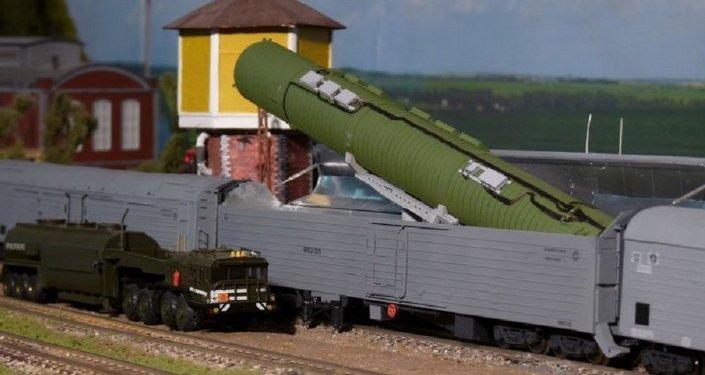 صاروخ نووي استراتيجي عابر للقارات محمول على عربة قطار