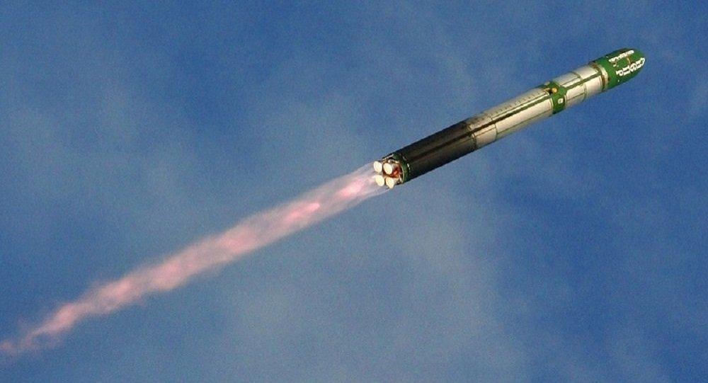 صاروخ نووي استراتيجي أثناء التحليق
