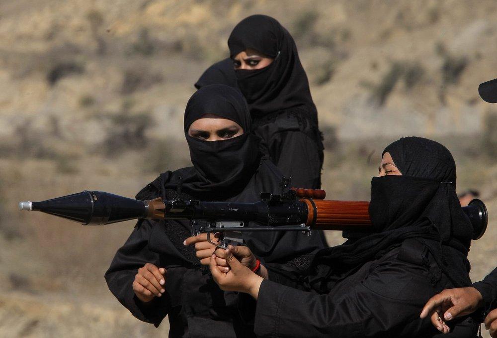 نساء أثناء تدريبات الشرطة الخاصة في باكستان