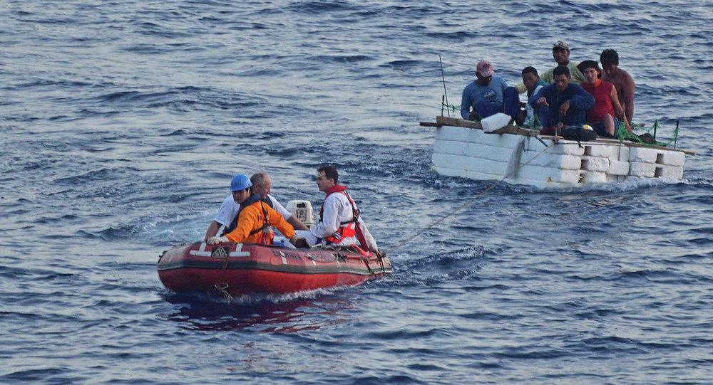 مهاجرون في مياه المتوسط