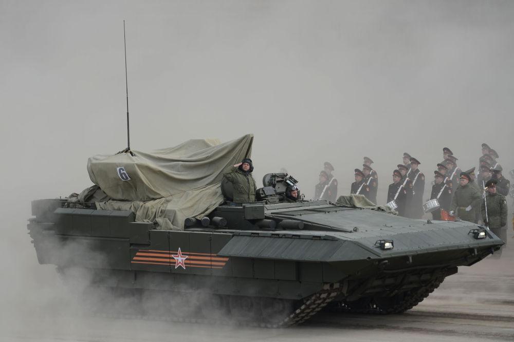 المدرعة أرماتا أثناء التحضيرات للعرض العسكري بمناسبة عيد النصر