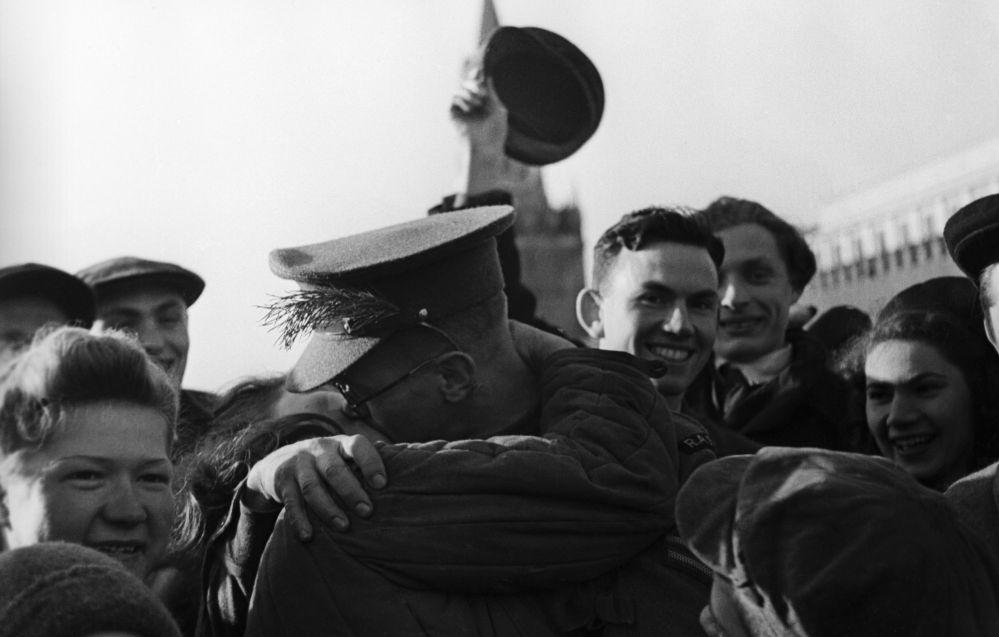 الاحتفال بعيد النصر 9 أيار/ مايو 1945  في الساحة الحمراء