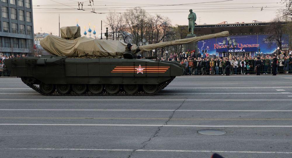 الحدث الأكثر توقعا في البروفة كان العرض الأول لأحدث الموديلات من المدرعات الروسية على شاسيه أرماتا
